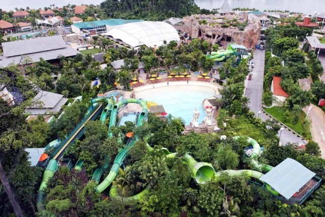 Spending The Day At The Adventure Cove Waterpark On Sentosa Island In Singapore The Au Review